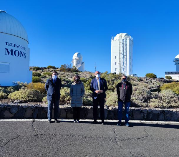Manuel Muñiz, Casiana Muñoz-Tuñón, Anselmo Pestana and Miquel Serra-Ricart in front of the MONS and GREGOR telescopes
