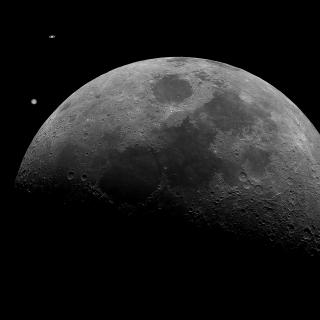 Composition of the conjunction of Jupiter and Saturn , with the Moon. Credit: Daniel López and Alfred Rosenberg/IAC