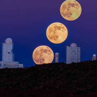 Three images of the Supermoon of August 10, 2014, taken in the Teide National Park. In the image, the VTT and GREGOR telescopes. Author: Ovidio García (SECAT).